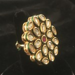 iNDIAN tRADITIONAL mULTI sHAPE wHITE pOLKI iN gOLDEN aLLOY kUNDAN rING