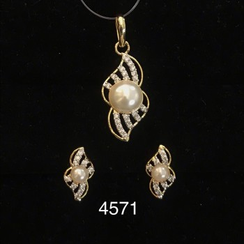 Pendant Set In Ad with Pearl