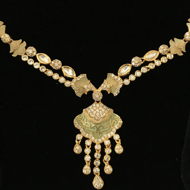 AN EXTRAORDINARY KUNDAN MINT NECKLACE SET WITH INDIAN WEDDING TOUCH