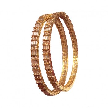 Beautiful Bangle with Cubic Zircon in Elegant Look